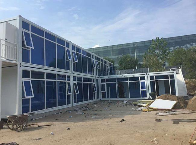 轻钢结构施工现场